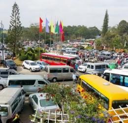 Du lịch Sài Gòn bằng thuê xe du lịch 16 chỗ uy tín
