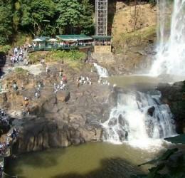 Thuê xe 16 chỗ đi thác Dambri