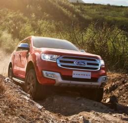 Ford Everest 2016 giá tăng gấp đôi phiên bản cũ