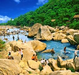 Cho thuê xe 16 chỗ từ TpHCM đi khám phá Qui Nhơn