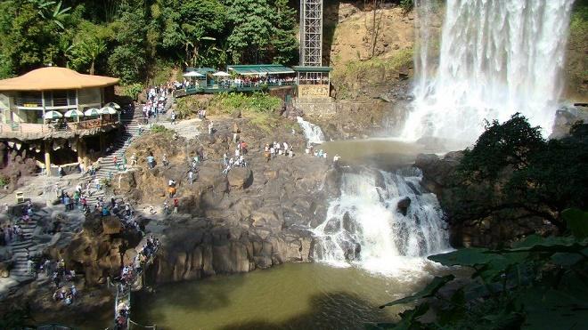 Thuê xe 16 chỗ đi thác Dambri điểm đến hấp dẫn ở Lâm Đồng