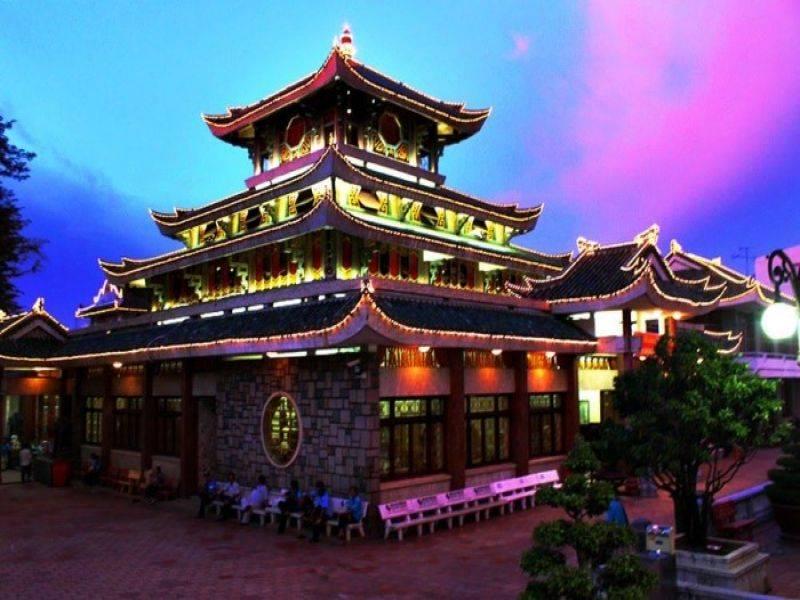 Hình ảnh chùa Bà trên núi Cấm