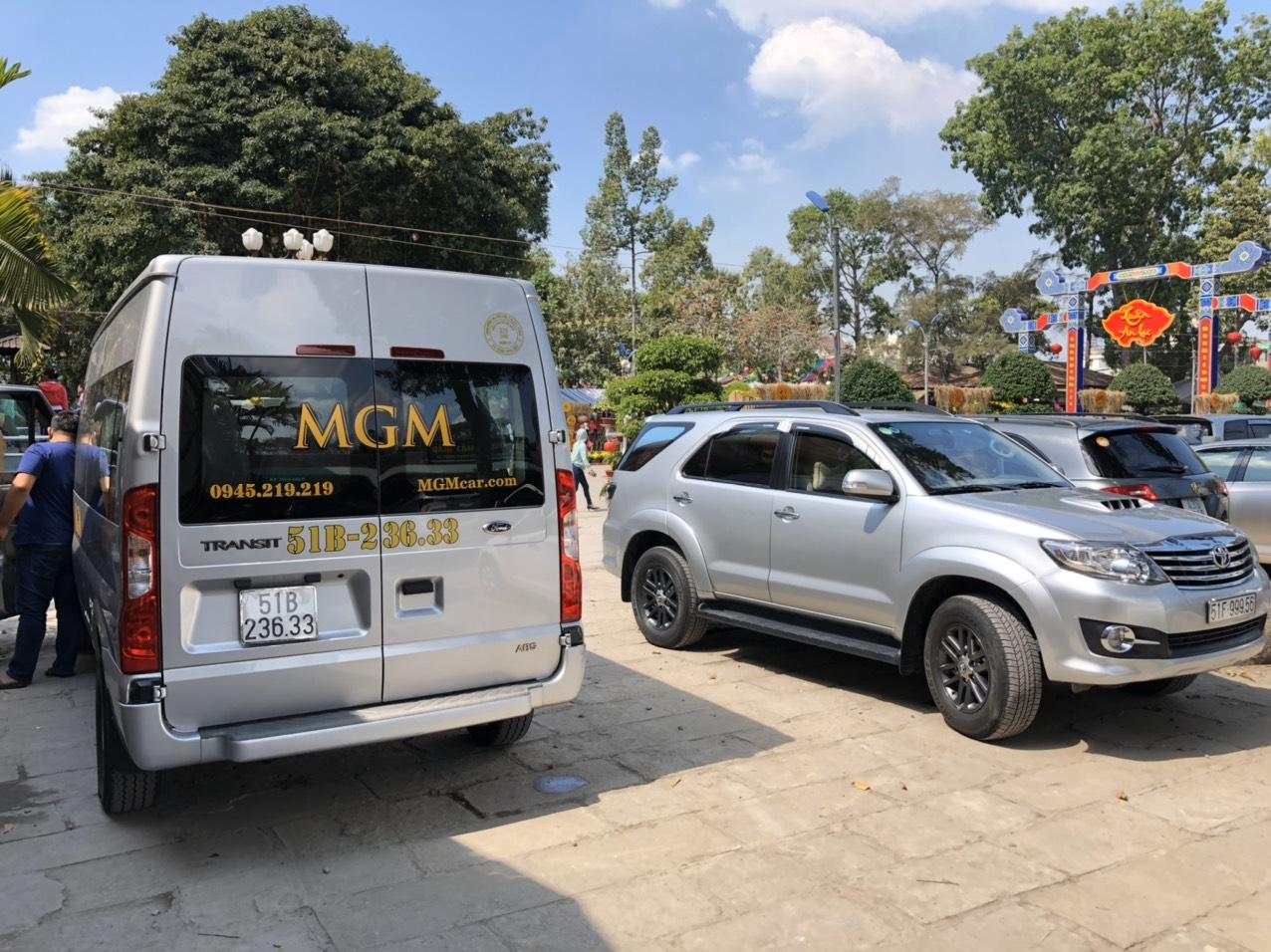 Thuê xe 16 chỗ đón sân bay Tân Sơn Nhất đi Châu Đốc của MGM