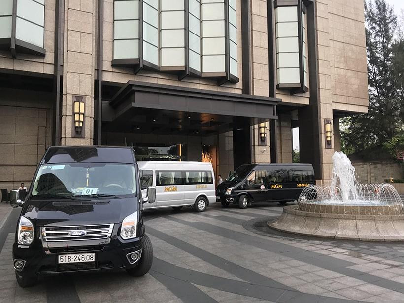 Dàn xe 16 chỗ của MGM phục vụ Quý khách hàng tại khách sạn Nikko Sài Gòn