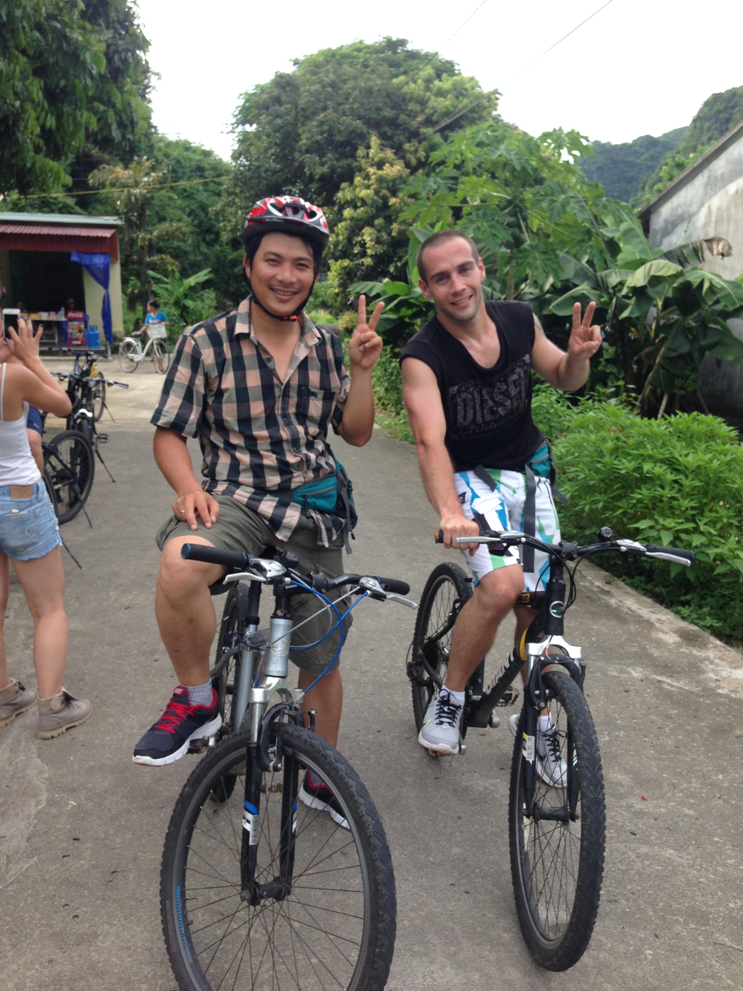 Dạo quanh Đảo Cát Bà bằng xe đạp
