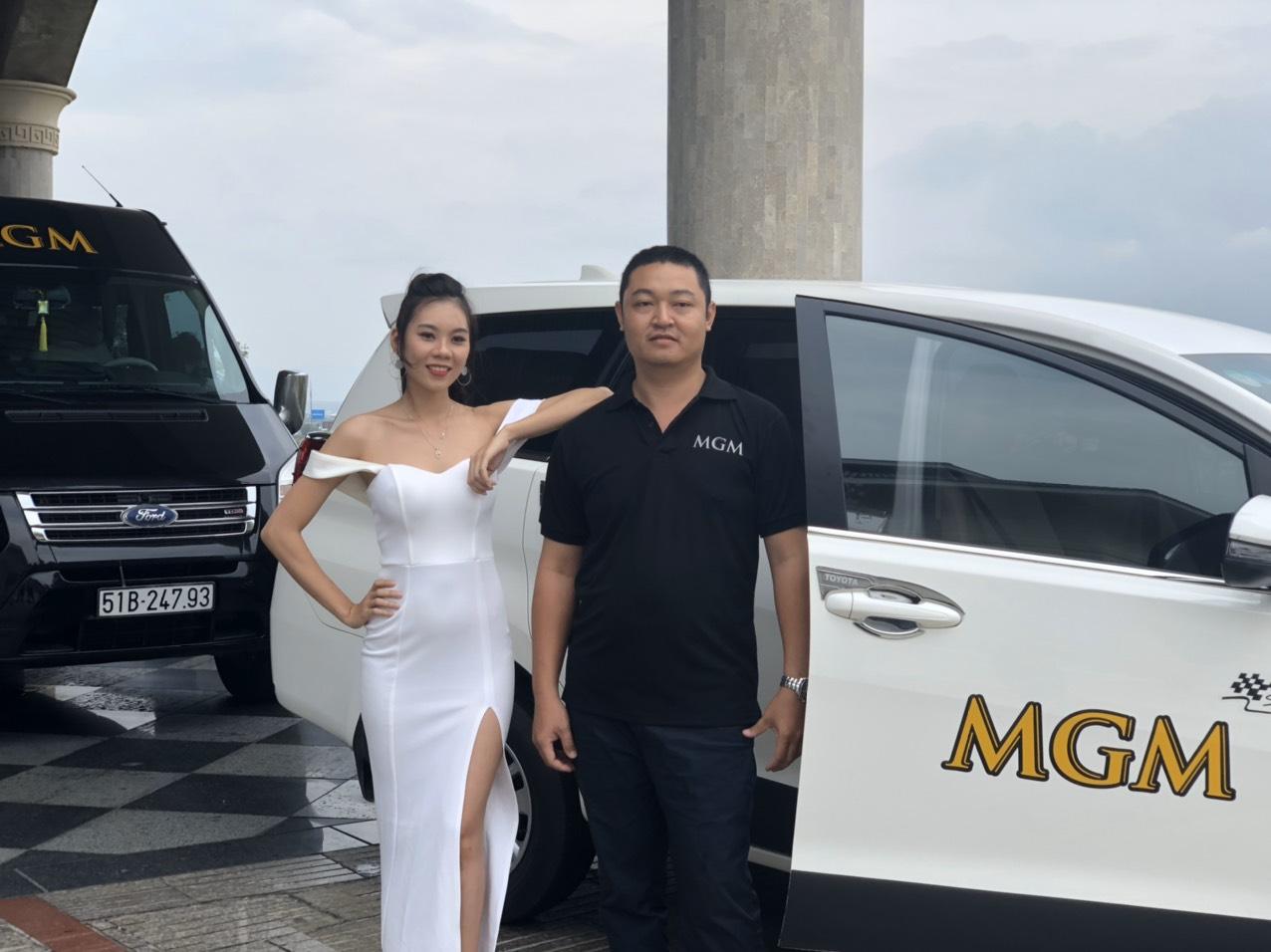 Đoàn xe của MGM car chở khách tham gia sự kiện