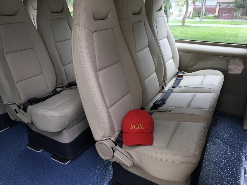 Ghế ngồi bọc da cao cấp êm ái của xe 16 chỗ  MGM đi chơi tết