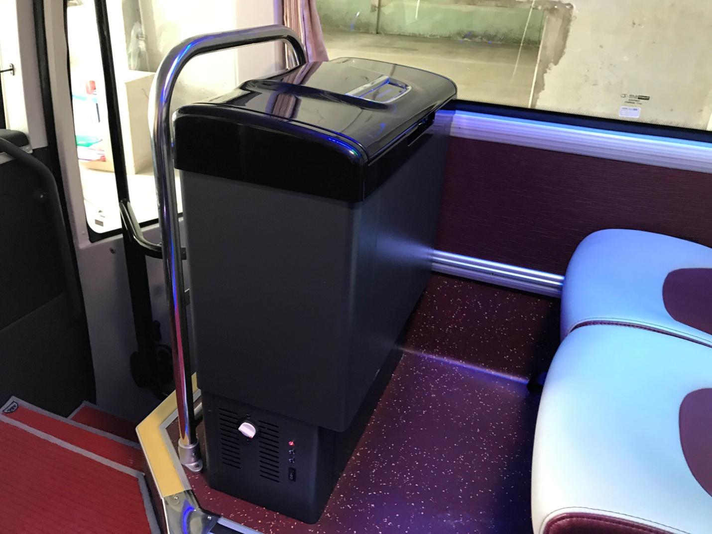Trên xe được trang bị tủ lạnh tiện nghi