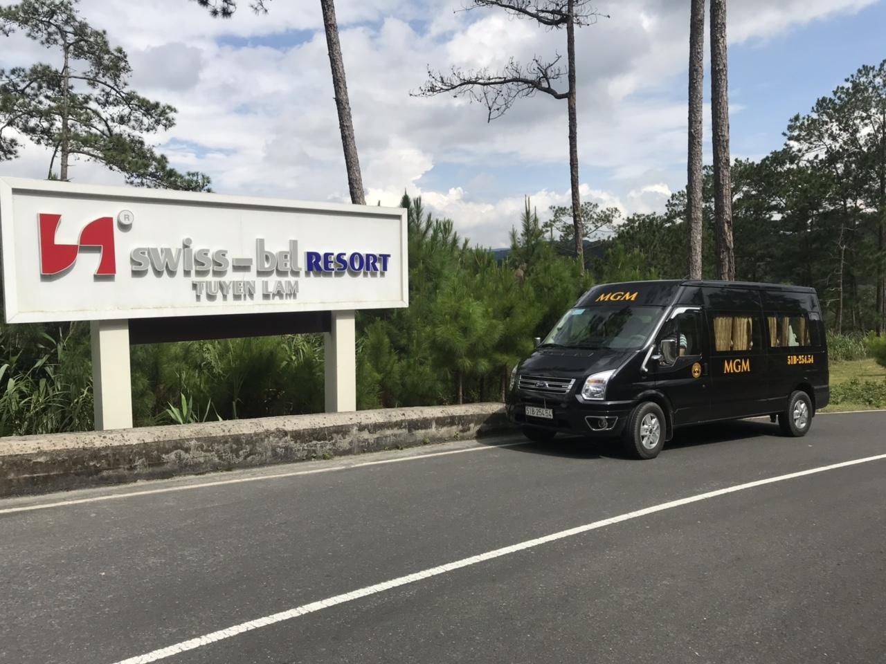MGMcar đưa khách nhận phòng trong Resort Hồ Tuyền Lâm Đà Lạt