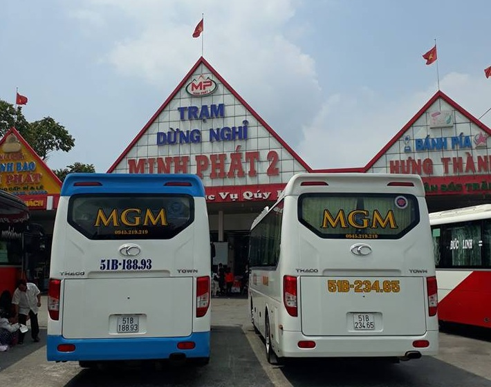 Cặp xe đang trên đường đi Cha Diệp ghé nghỉ ngơi tại Tiền Giang