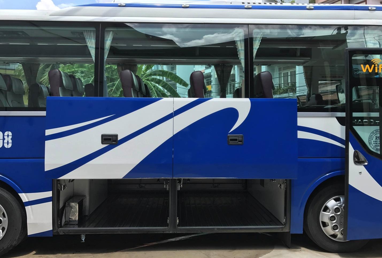 Hầm hành lý để đồ rộng rãi, Qúy khách có thể mua nhiều Trái Cây Miền Tây về làm quà khi thuê xe 16 chỗ tại TPHCM đi Cần Thơ