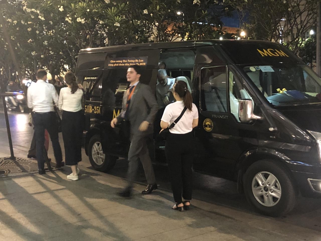 Đoàn xe phục vụ phái đoàn công tác của Thủ tướng Hà Lan