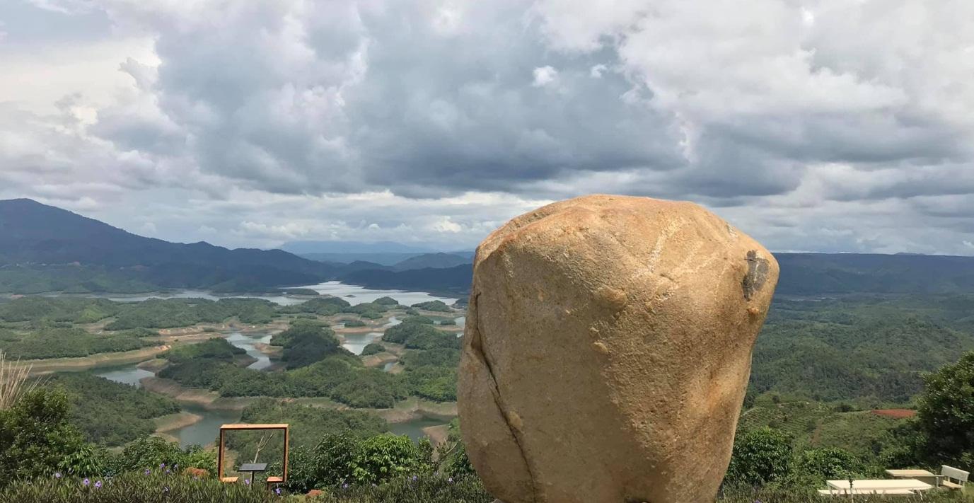 Hồ Tà Đùng nhìn từ trên cao - thuê xe 16 chỗ từ TPHCM đi khu du lịch Tà Đùng