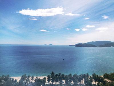 Thuê xe 16 chỗ tránh nắng hè cùng thiên đường biển đảo Nha Trang